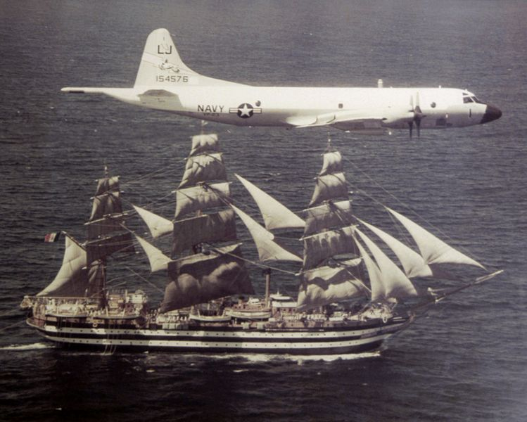 Датотека:P-3B VP-23 with sailing ship Amerigo Vespucci 1976.jpeg