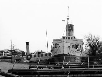 PS Ryde - PS Ryde in 1977, with the ''Medway Queen'' in the background