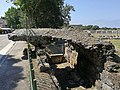 Paestum - Resti dell'arcata dell'anfiteatro.jpg