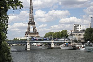 RER C - The view from Île aux Cygnes towards the Eiffel Tower, with a RER-C train crossing the Pont Rouelle