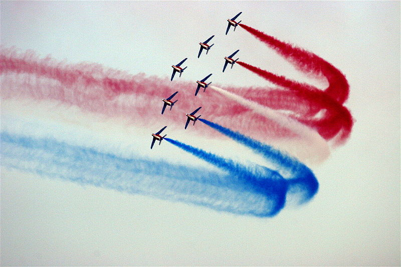 http://upload.wikimedia.org/wikipedia/commons/thumb/1/18/Patrouille-de-france-virage-tricolore-a-8.jpg/800px-Patrouille-de-france-virage-tricolore-a-8.jpg