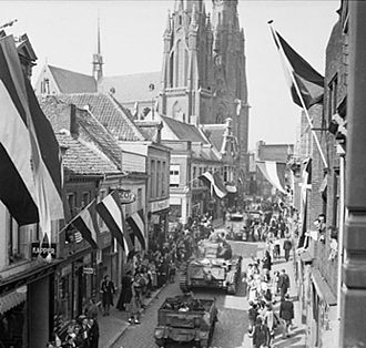 Eindhoven - People of Eindhoven (during World War II) watching Allied forces entering the city following its liberation from Axis forces on 19 September 1944.