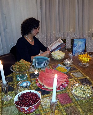 Yaldā Night - Iranian Lady recites Hafez poems in Yalda Night