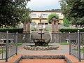 Pescaglia, il Poggio, monumento ai caduti 01.JPG