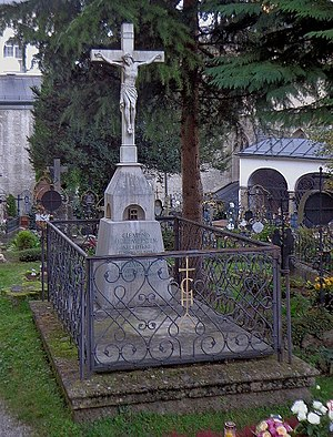 Clemens Holzmeister - Grave of Clemens Holzmeister in Petersfriedhof Salzburg