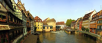 Ill (France) - The Ill in the Petite France quarter of Strasbourg. The river's only lock can be seen right of centre.