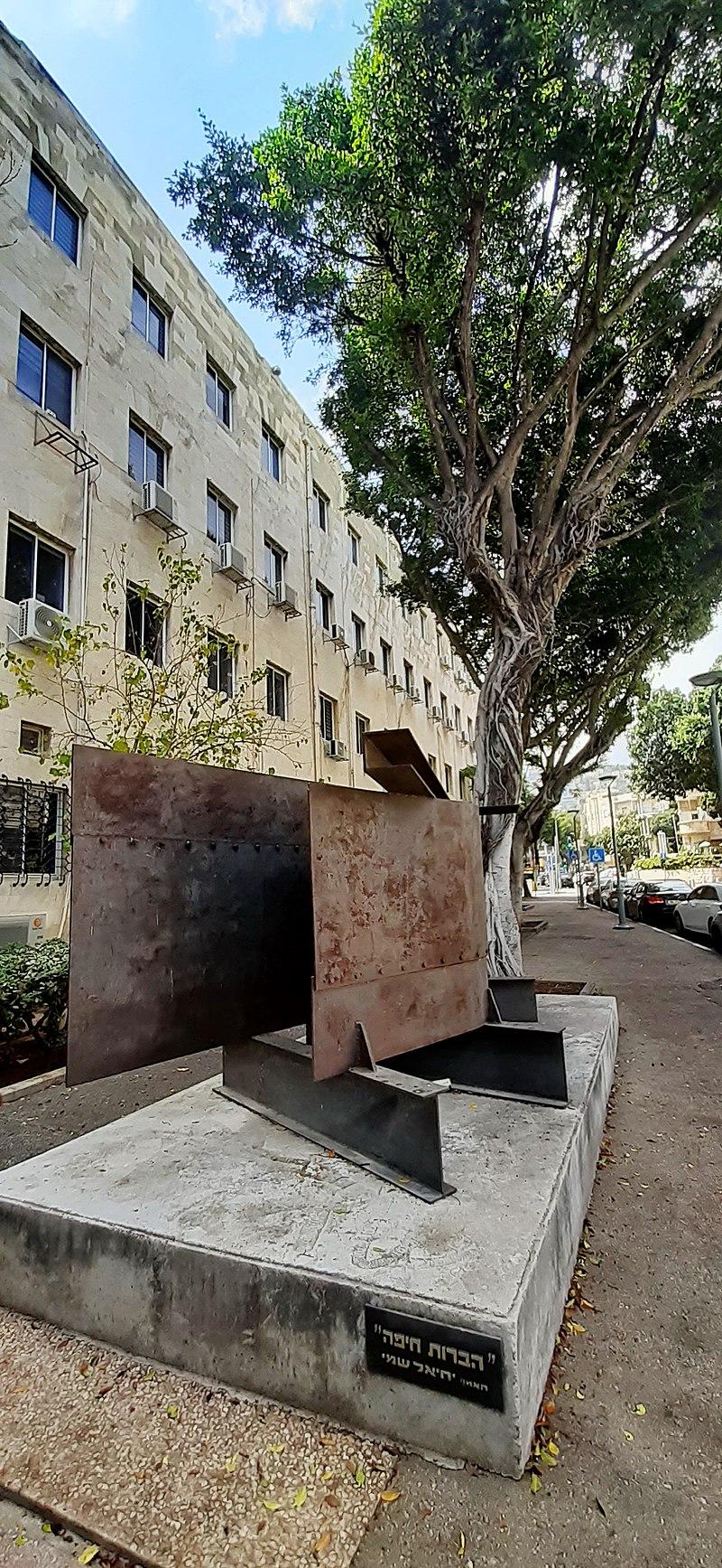 פסל הברות בחיפה