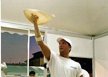 Un pizzaiolo acrobatico