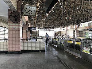 Platform of Hongqiao Road Station (Line 3 & 4).jpg