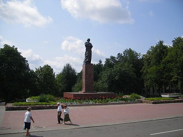 http://upload.wikimedia.org/wikipedia/commons/thumb/1/18/Polatsk-F.Skaryna_statue.JPG/640px-Polatsk-F.Skaryna_statue.JPG?uselang=ru