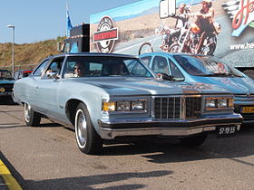 Pontiac Bonneville dutch licence registration 57-YB-55.JPG