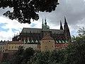 Praha, Pražský hrad z Královské zahrady - panoramio.jpg