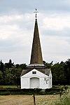 foto van Obelisk. Door Jut van Breukelerwaard opgerichte, gemetselde obelisk ter herinnering aan de watergeneeskundigen Priesnitz, Viek, Pausse en Ortel
