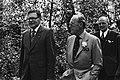 Prins Bernhard tijdens de rondleiding, Bestanddeelnr 930-2603.jpg