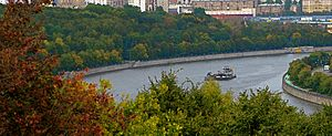 Pushing a barge on the Moskva River, Moscow -b.jpg