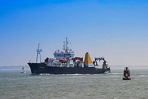 National Oceanography Centre, Southampton - RRS Discovery inbound to Southampton