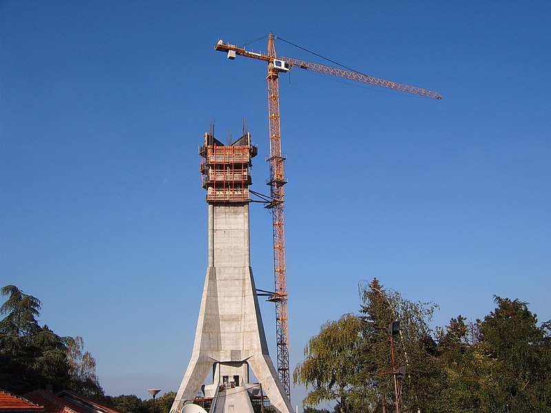 Datoteka:Reconstruction of Avala tower July2008..JPG