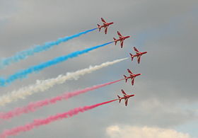 Red Arrows Pass By, Radom Airshow 2005.jpg