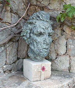 Robert graves-1492549303 (cropped).JPG