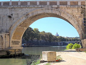 Ponte Sisto - Detail of an arch
