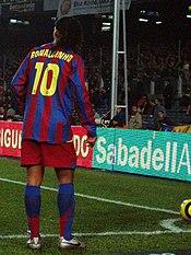 Ronaldinho taking a corner for FC Barcelona.
