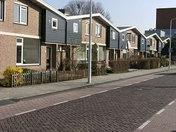 Row of houses; street in Dronten.JPG