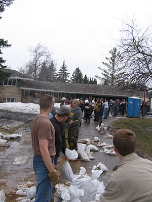 2009 Red River flood - A line of sandbagging volunteers in Fargo, North Dakota.