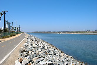 Santa Ana River Trail - A photo of the trail in Huntington Beach, looking upstream