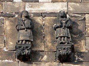 Català: Escultures dels sants Just i Pastor, a...