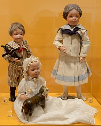 Schoenhut doll - Schoenhut dolls at the Philadelphia History Museum