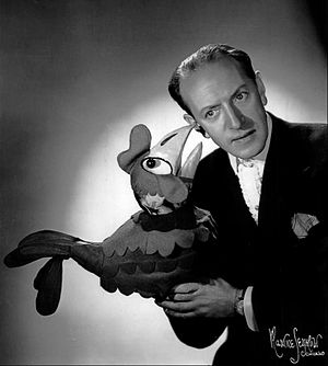 Señor Wences - Wences with another of his puppet characters, Cecilia Chicken, in 1962
