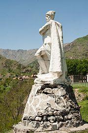 Shepherd statue in Sarıbaş 2.jpg