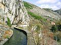 Siroki Brijeg, otevreny akvadukt od pramenu Listice.jpg