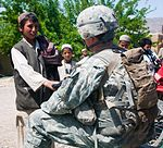 Soldiers practice Pashto, protect the people DVIDS392920.jpg