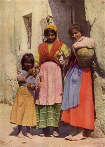 Spanish Gypsy Girls NGM-v31-p267.jpg