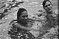 Speedo zwemwedstrijd Amersfoort Ulrike Tauber (r) won 200 meter wisselslag, Eni, Bestanddeelnr 929-5573.jpg