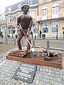 Standbeeld turfsteker Donkmeer Overmere.jpg
