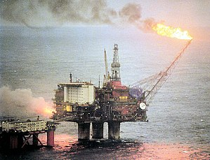 English: The oil platform Statfjord A with the...