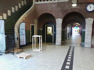 Maastricht railway station - Hallway connecting the main hall to the platforms 1, 2 and 3 and the bus station. Old signs are still visible above the tunnels from the days that border customs were present in this station.