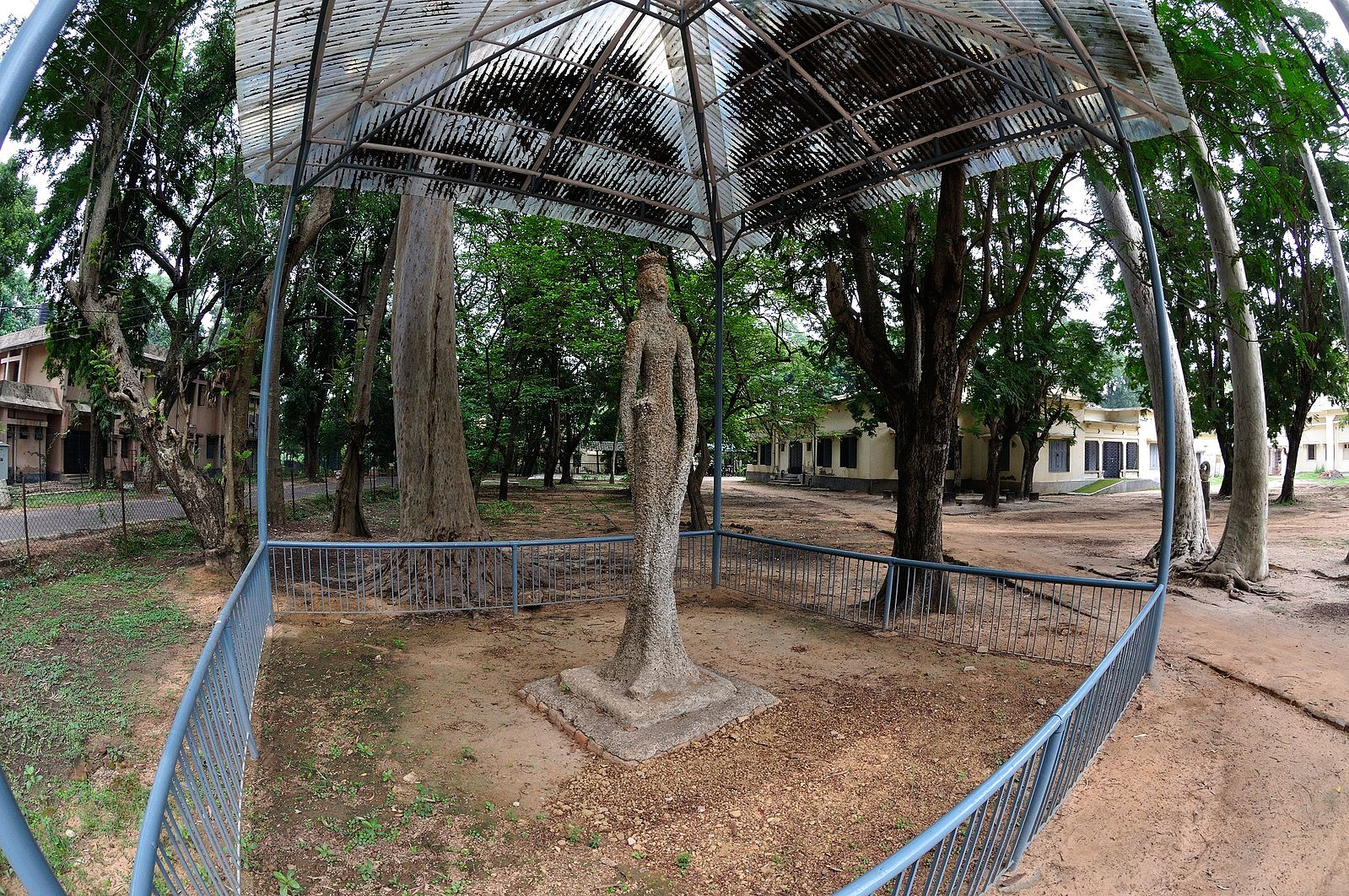 A sculpture by Ramkinkar Baij at Santiniketan. Photo credit: Biswarup Ganguly/ Wikimedia Commons CC-BY-3.0