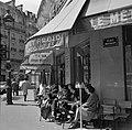 Terras van Café le Métro aan de Place Maubert, Bestanddeelnr 254-0449.jpg