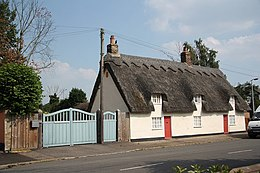 Thatched cottages in Tempsford - geograph.org.uk - 1384001.jpg