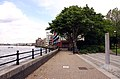 The Thames Path by Kings Stairs Gardens (geograph 3355893).jpg