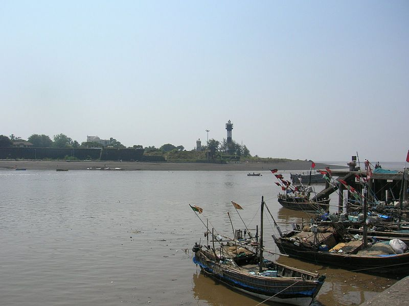 File:The port of Daman, India.jpg