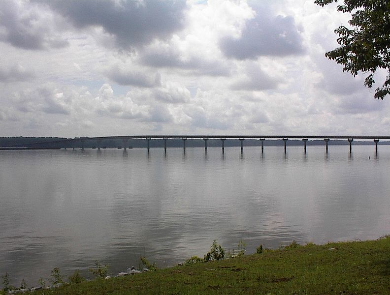ملف:Tn River Bridge Natchez Trace.jpg