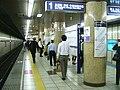 TokyoMetro-Z05-Hanzomon-station-platform.jpg