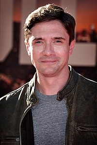Topher Grace 2019 by Glenn Francis.jpg