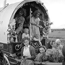 Travellers Decorated Caravan (6136023633).jpg