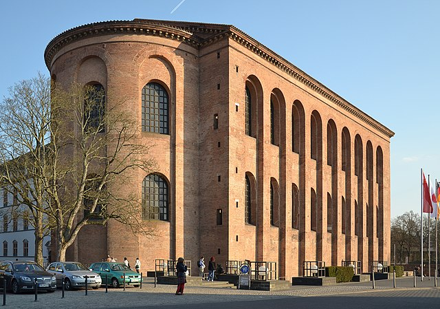 http://upload.wikimedia.org/wikipedia/commons/thumb/1/18/Trier_-_Aula_Palatina.JPG/640px-Trier_-_Aula_Palatina.JPG?uselang=ru