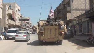 Файл:US armoured vehicles pass through Qamishli.ogv